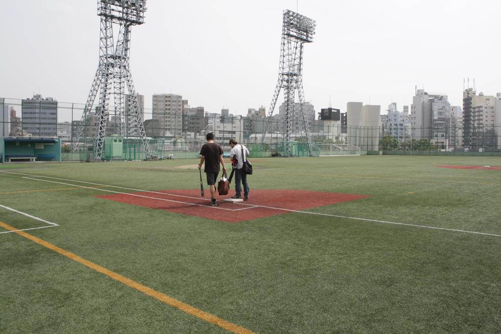 高田馬場の野球グラウンドは広すぎる